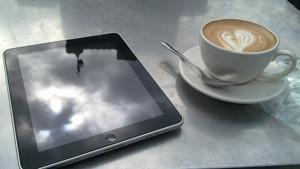 iPad avec un café