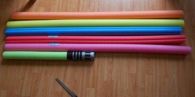 Créer des sabres laser pour un party de piscine!