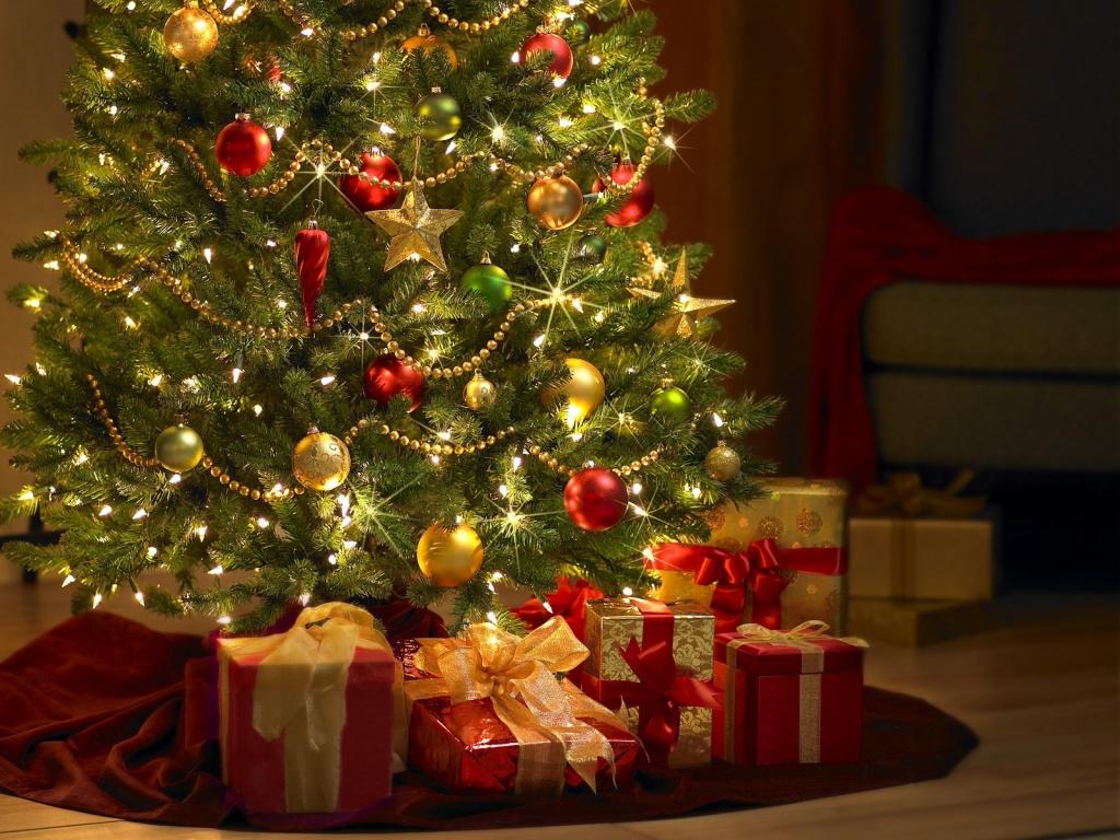 на новогодние картинка игрушки елку