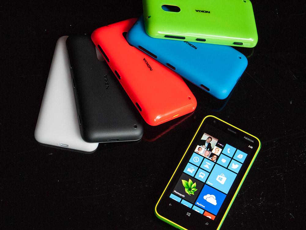 Quelques unes des coques colorées du Nokia Lumia 620