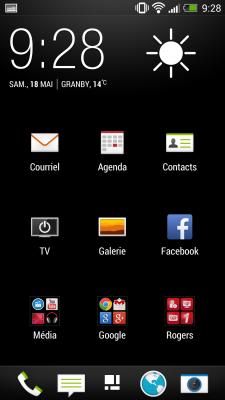 Le menu des applications affiche 9 icônes lorsqu'en haut de la liste et 12 dès que l'on descend d'une page. L'heure et la température sont toujours affichées au haut de la liste