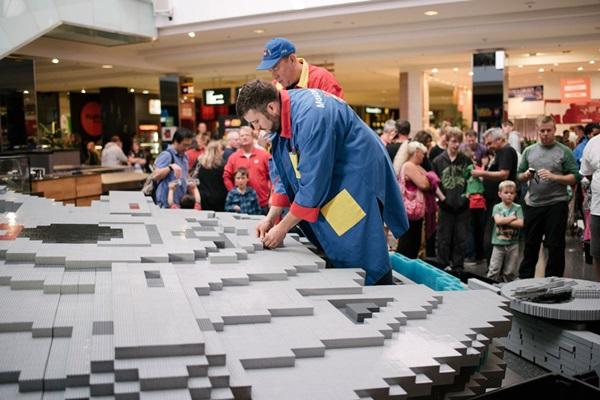 Construction du Millenium Falcon en LEGO