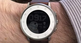 Pebble Round Time au poignet