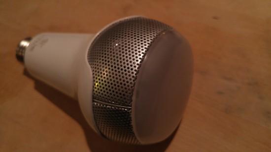 Le haut-parleur JBL dans l'ampoule Sengled.