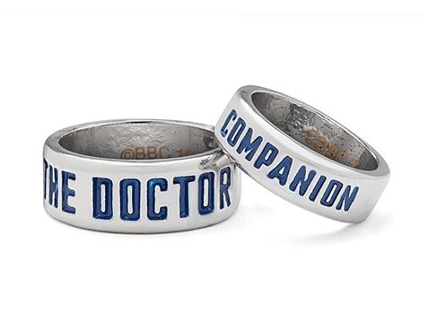 10 idées cadeaux pour les geeks amoureux - Bagues Doctor Who | via Thinkgeek