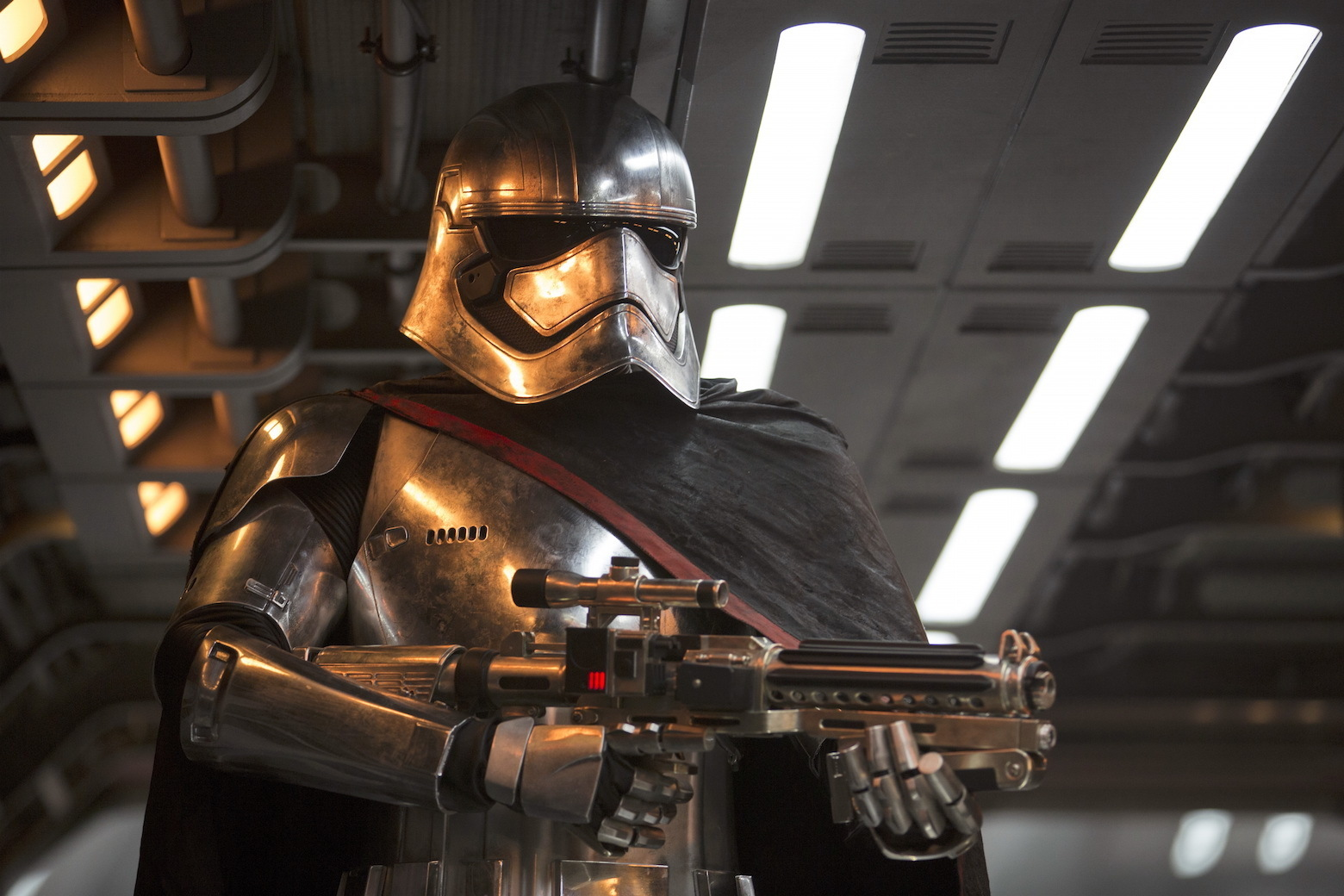 Capitaine Phasma | Star Wars The Force Awakens sur DVD et Blu-Ray