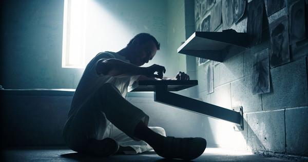 Michael Fassbender dans une scène se déroulant dans le présent | Assassin's Creed bande-annonce