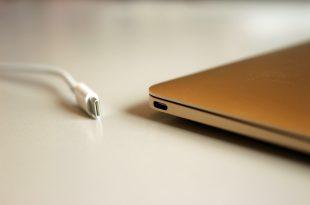Cable USB-C et son port Crédit: Maurizio Pesce