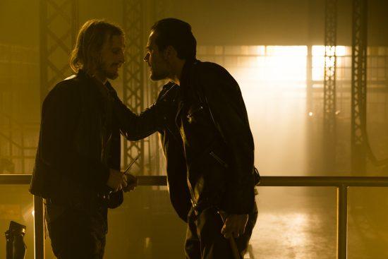 Dwight (Austin Amelio), Negan (Jeffrey Dean Morgan)- The Walking Dead Saison 7 Épisode 3 - Photo: Gene Page/AMC