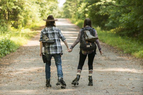 Carl Grimes (Chandler Riggs), Enid (Katelyn Nacon)- The Walking Dead Saison 7 Épisode 5 - Photo: Gene Page/AMC