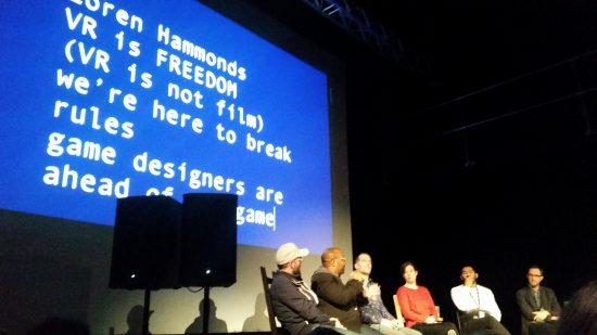 Loren Hammonds, du Tribeca Films Festival, alors qu'il explique en quoi les développeurs de jeux vidéo sont ceux qui mènent le bal de l'expérimentation en réalité virtuelle.