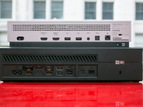 La Xbox One S offre un look épuré, même à l'arrière où les connexions sont mieux disposées
