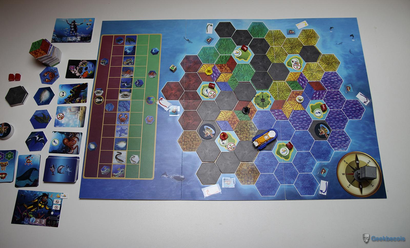 Plateau et quelques accessoires du jeu DiverCity