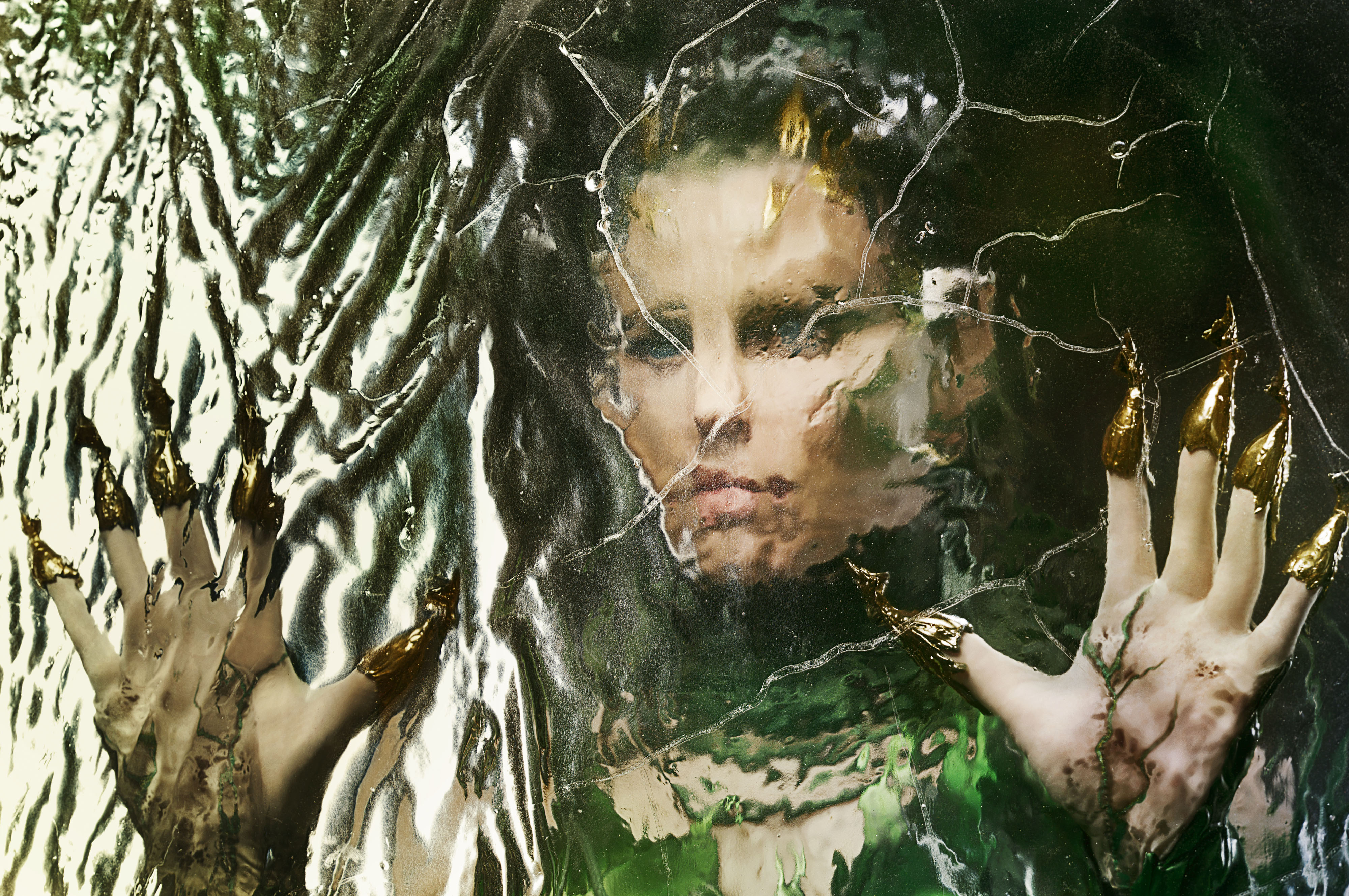 Rita Repulsa - l'extra-terrestre très humanoïde qui carbure à l'or et la destruction de toutes sortes de choses. Photo: Les Films Séville