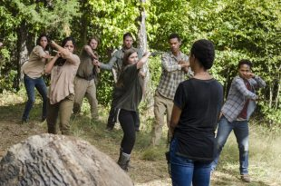 Enid (Katelyn Nacon), Sasha Williams (Sonequa Martin-Green) - The Walking Dead Saison 7 Épisode 14 - Photo: Gene Page/AMC