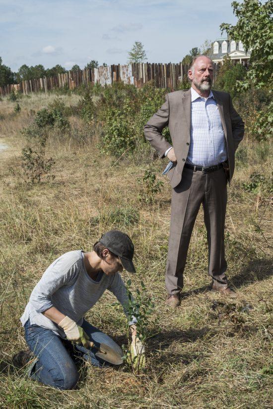 Maggie Greene (Lauren Cohan), Gregory (Xander Berkeley)- The Walking Dead Saison 7 Épisode 15 - Photo Credit: Gene Page/AMC