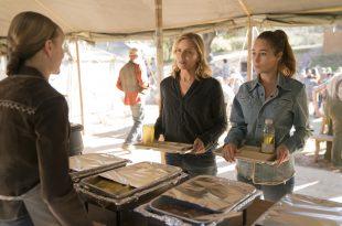 Kim Dickens: Madison Clark, Alycia Debnam-Carey: Alicia Clark- Fear the Walking Dead _ Saison 3, Épisode 3 - Photo Credit: Michael Desmond/AMC