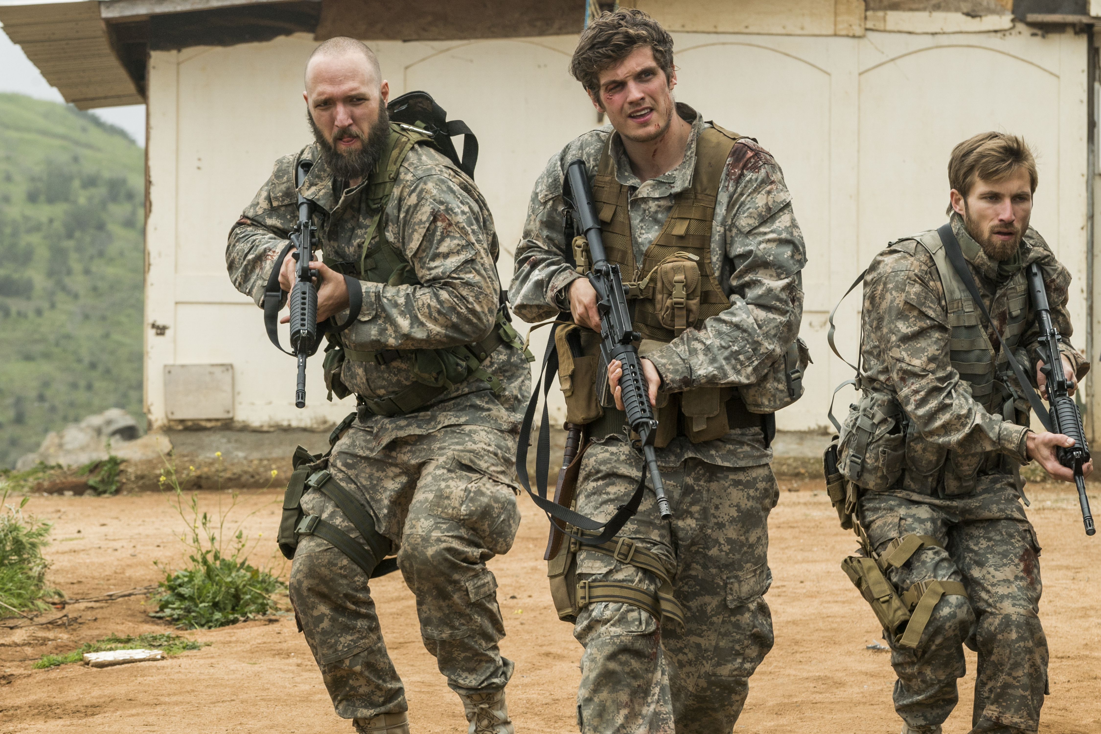 Troy Otto (Daniel Sharman), Coop (Matt Lasky),  Mike Trimbol (Justin Deeley) - Fear the Walking Dead Saison 3 Épisode 5 - Photo: Richard Foreman, Jr/AMC