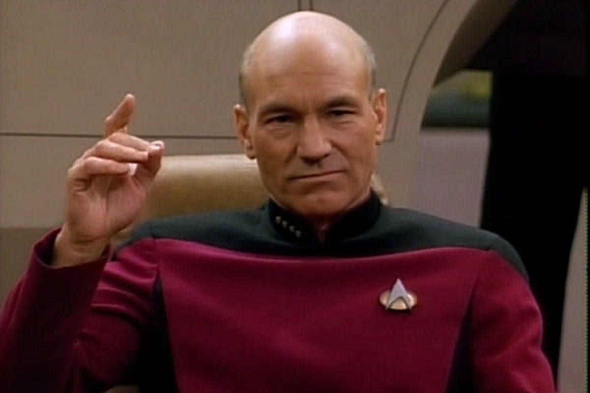 L'acteur Sir Patrick Stewart n'avait jamais vu un seul épisode de la série originale avant d'accepter le rôle du Capitaine Picard.