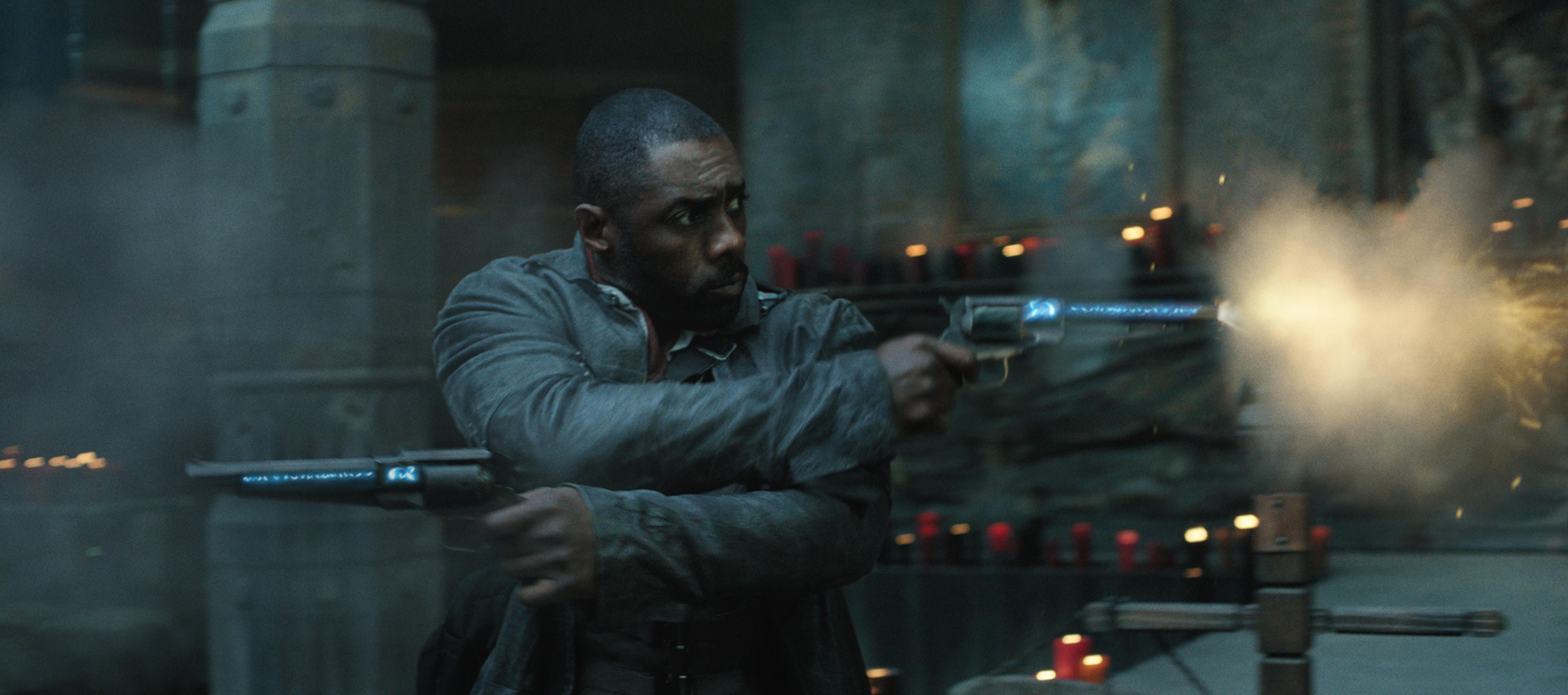 Roland (Idris Elba) dans LA TOUR SOMBRE (v.f. de The Dark Tower) de Columbia Pictures. Photo : Courtoisie de Sony Pictures