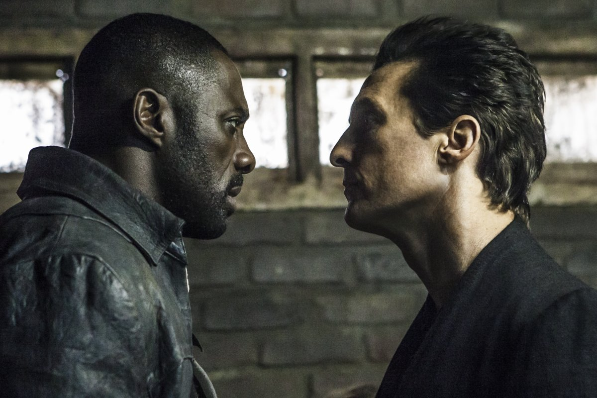 Roland (Idris Elba) et Walter (Matthew McConaughey) dans LA TOUR SOMBRE (v.f. de The Dark Tower) de Columbia Pictures. Photo : Ilze Kitshoff (Courtoisie de Sony Pictures)