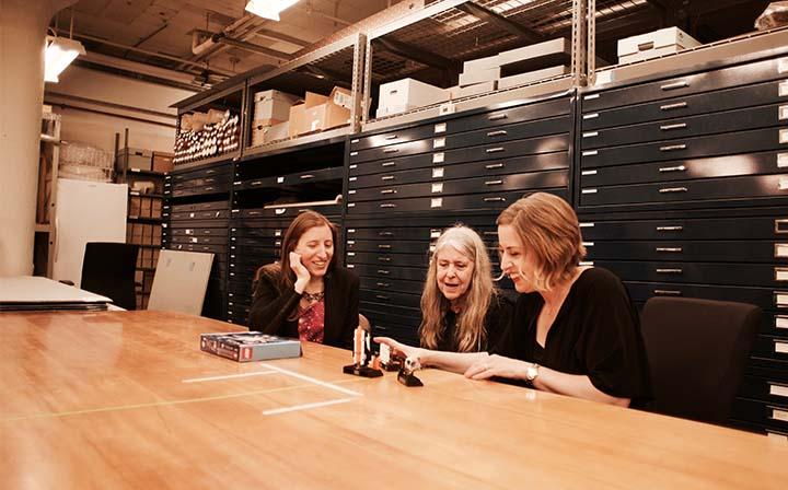 Dévoilement des figurines à MIT. Margaret Hamilton est au centre.
