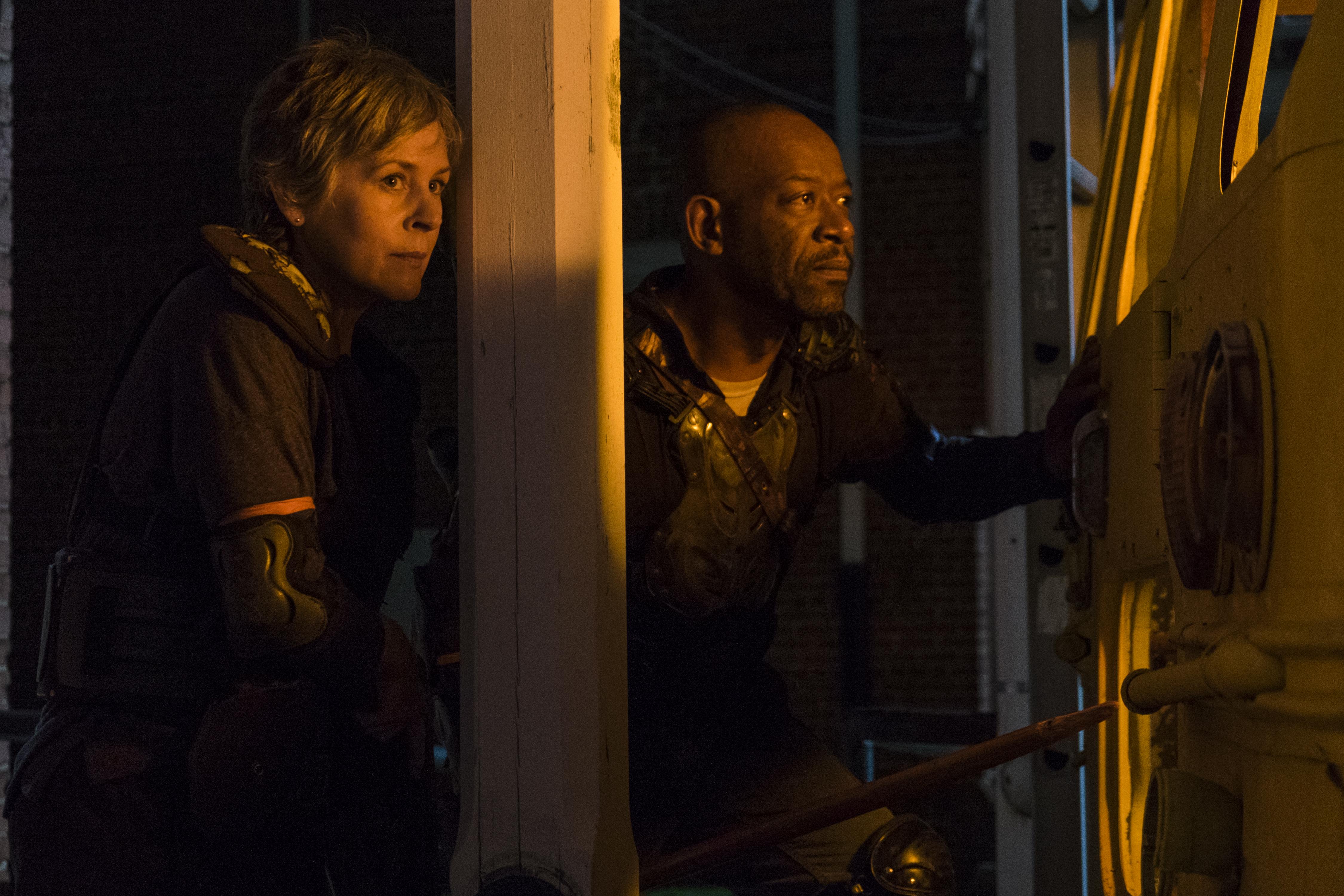 Carol Peletier (Melissa McBride) et Morgan Jones (Lennie James) se fraient un chemin dans le Royaume - The Walking Dead _ Saison 8, Épisode 9 - Crédit photo: Gene Page/AMC