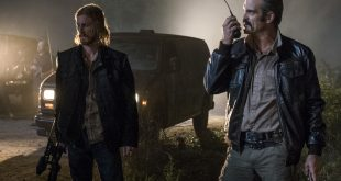 Dwight (Austin Amelio) et Simon (Steven Ogg) ne s'entendent pas sur la plan - The Walking Dead Saison 8 Épisode 13 - Crédit photo: Gene Page/AMC
