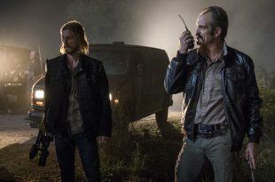 Dwight (Austin Amelio) et Simon (Steven Ogg) ne s'entendent pas sur la plan - The Walking Dead Saison 8 Épisode 13 - Crédit photo: Gene Page/AMC