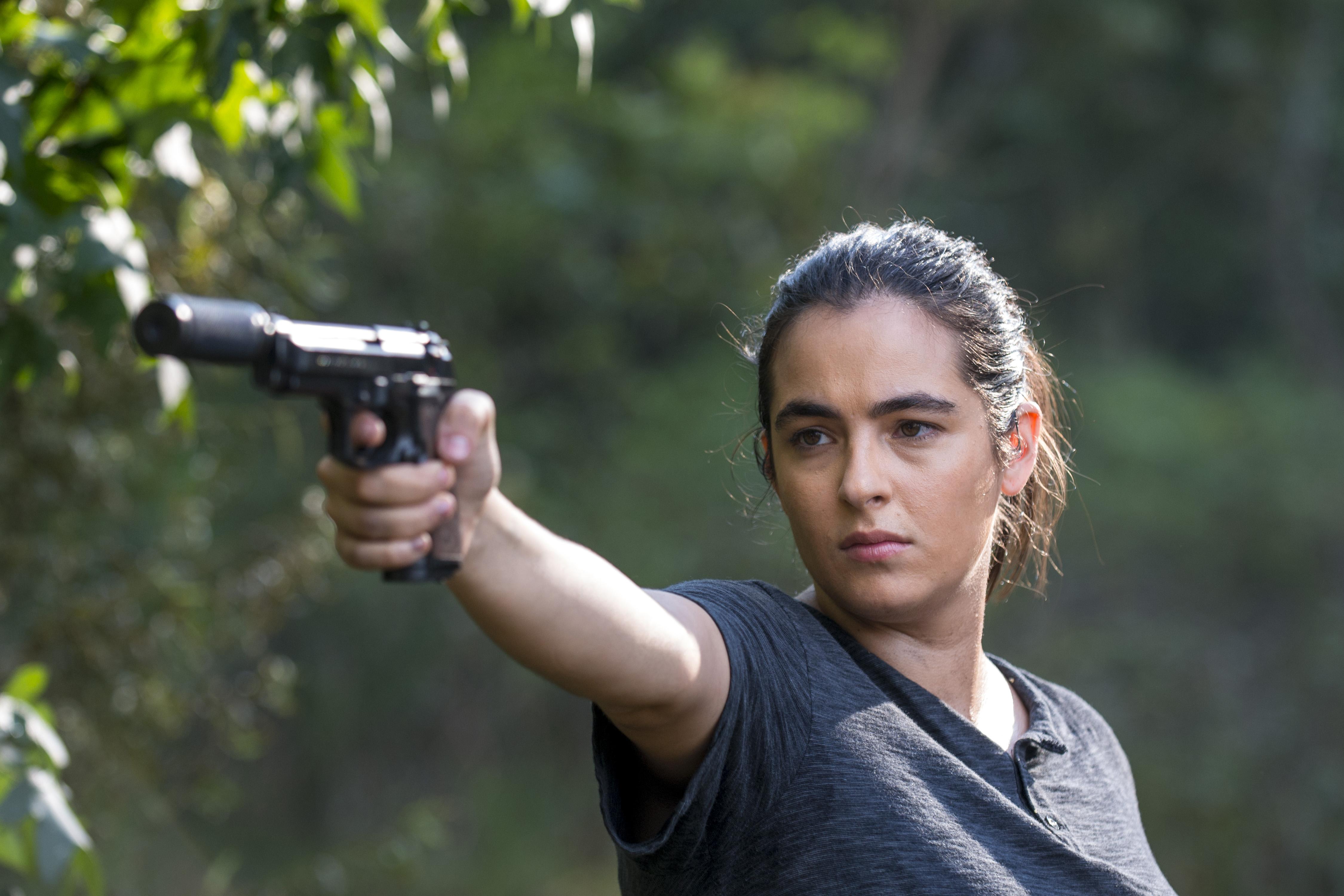 Tara Chambler (Alanna Masterson) s'en prend à Dwight - The Walking Dead - Saison 8, Épisode 11 - Crédit Photo: Gene Page/AMC