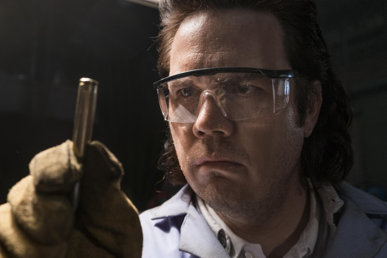 Dr. Eugene Porter (Josh McDermitt) est en charge de la production des munitions - The Walking Dead - Saison 8, Épisode 15 - Crédit photo : Gene Page/AMC