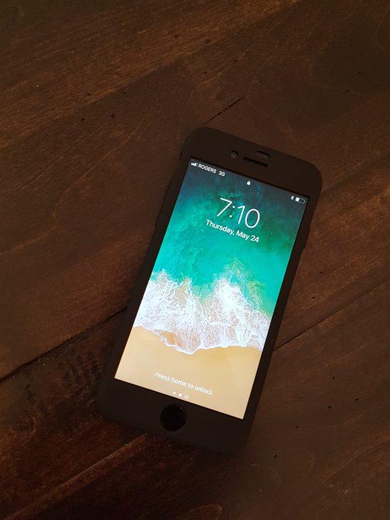 La coque maintient le look haut de gamme du iPhone tout en lui assurant une bonne protection