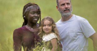 Andrew Lincoln (Rick Grimes), Danai Gurira (Michonne) et Chloe Garcia (Judith) - The Walking Dead - Saison 9, Épisode 1 - Crédit photo: Jackson Lee Davis/AMC