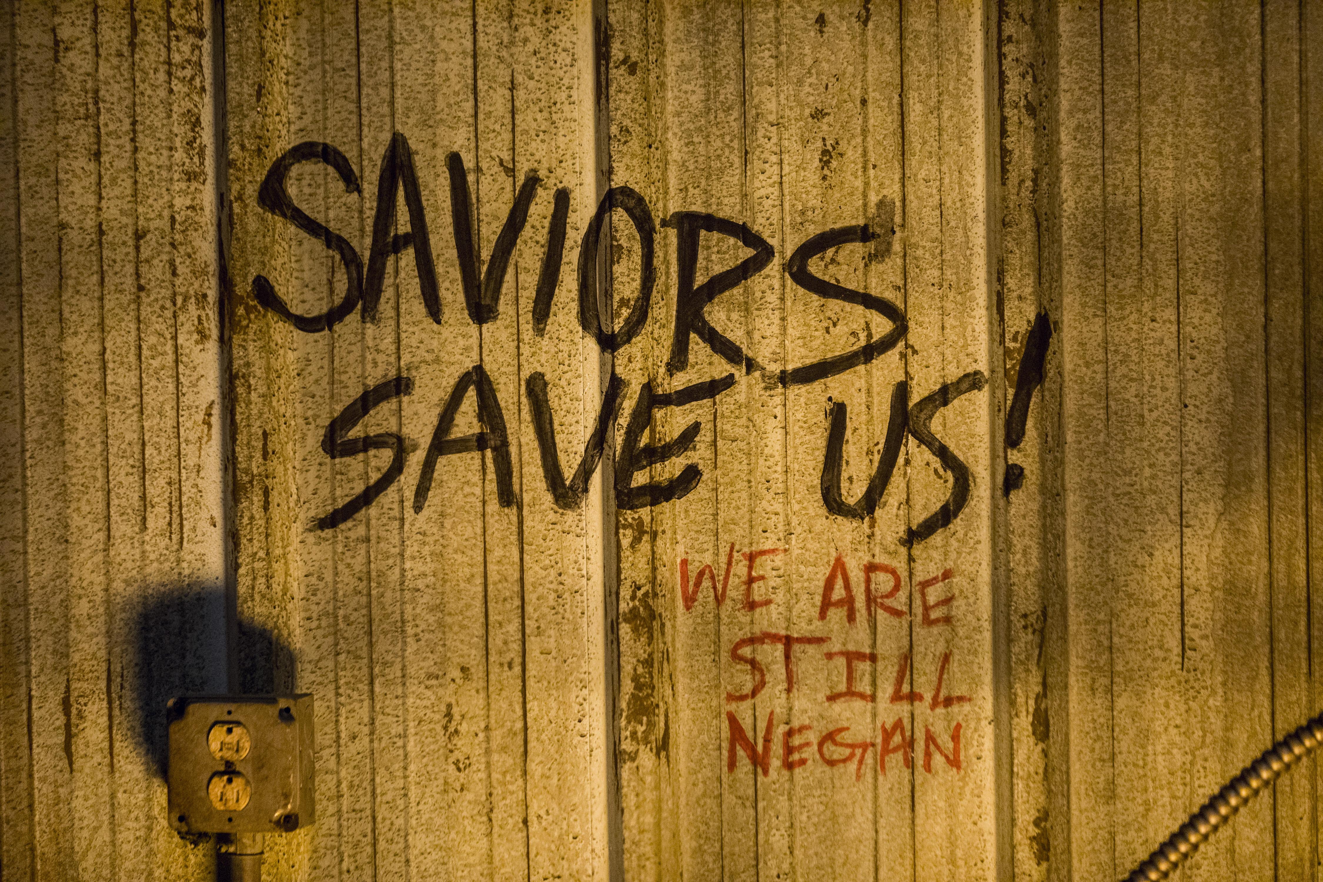 L'influence de Negan (Jeffrey Dean Morgan) continue de se faire sentir au Sanctuaire même après deux ans - The Walking Dead - Saison 9 Épisode 1 - Crédit photo: Jackson Lee Davis/AMC