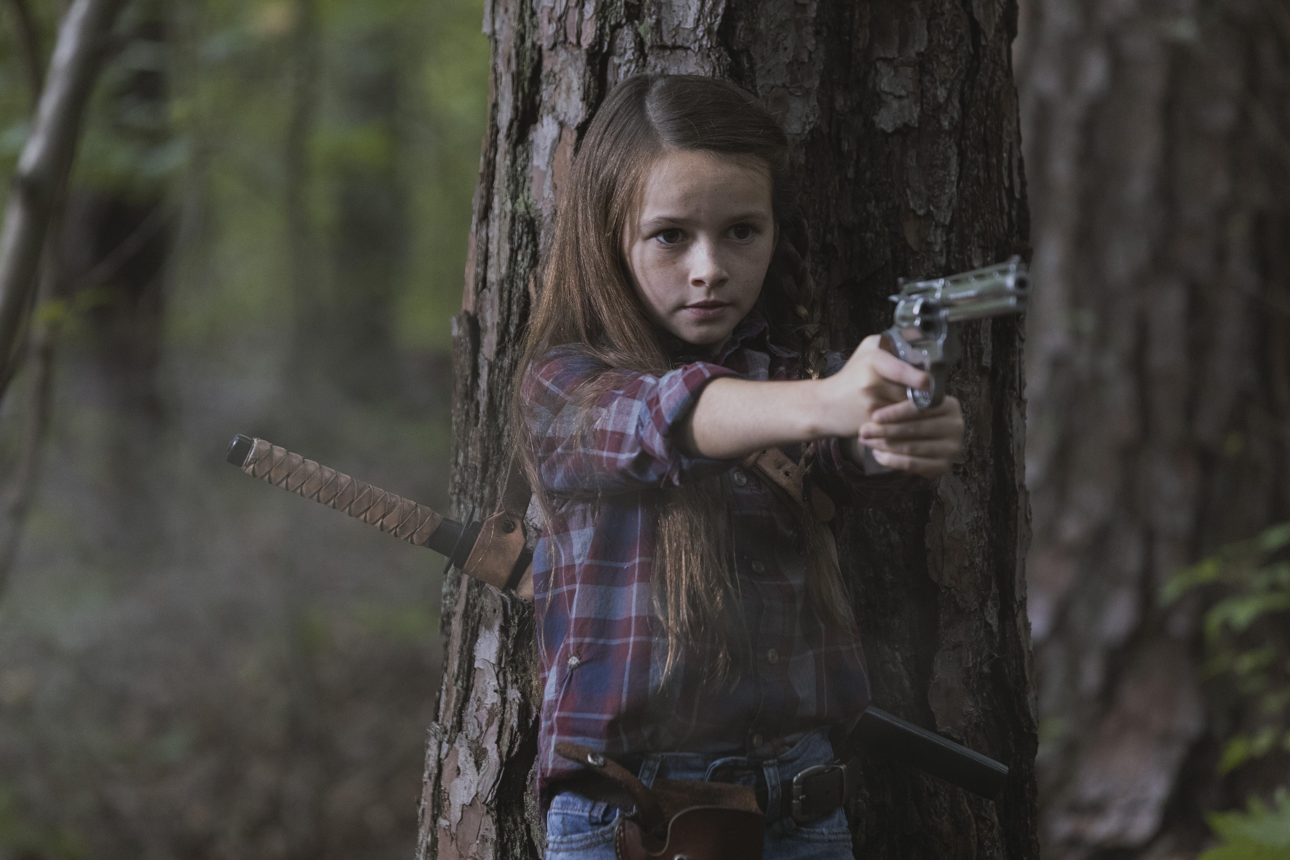 La jeune Judith Grimes (Cailey Fleming) sauve le nouveau groupe de survivants - The Walking Dead - Saison 9, Épisode 5 - Crédit photo : Jackson Lee Davis/AMC