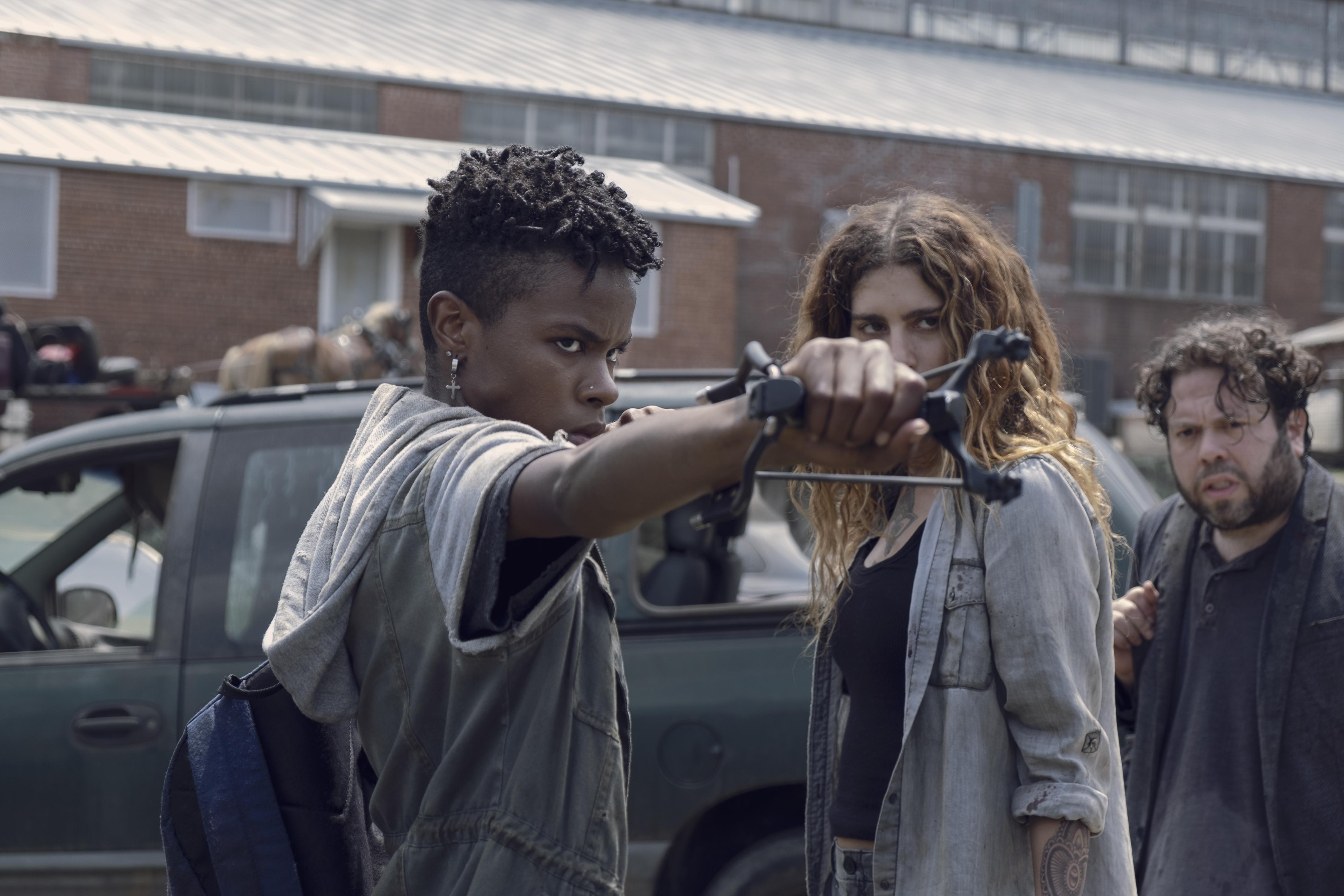 Kelly (Angel Theory), Magna (Nadia Hilker) et même Luke (Dan Folger) démontrent comment leur groupe a survécu à la route pendant toutes ces années. - The Walking Dead Saison 9 Épisode 7 - Crédit photo : Gene Page/AMC