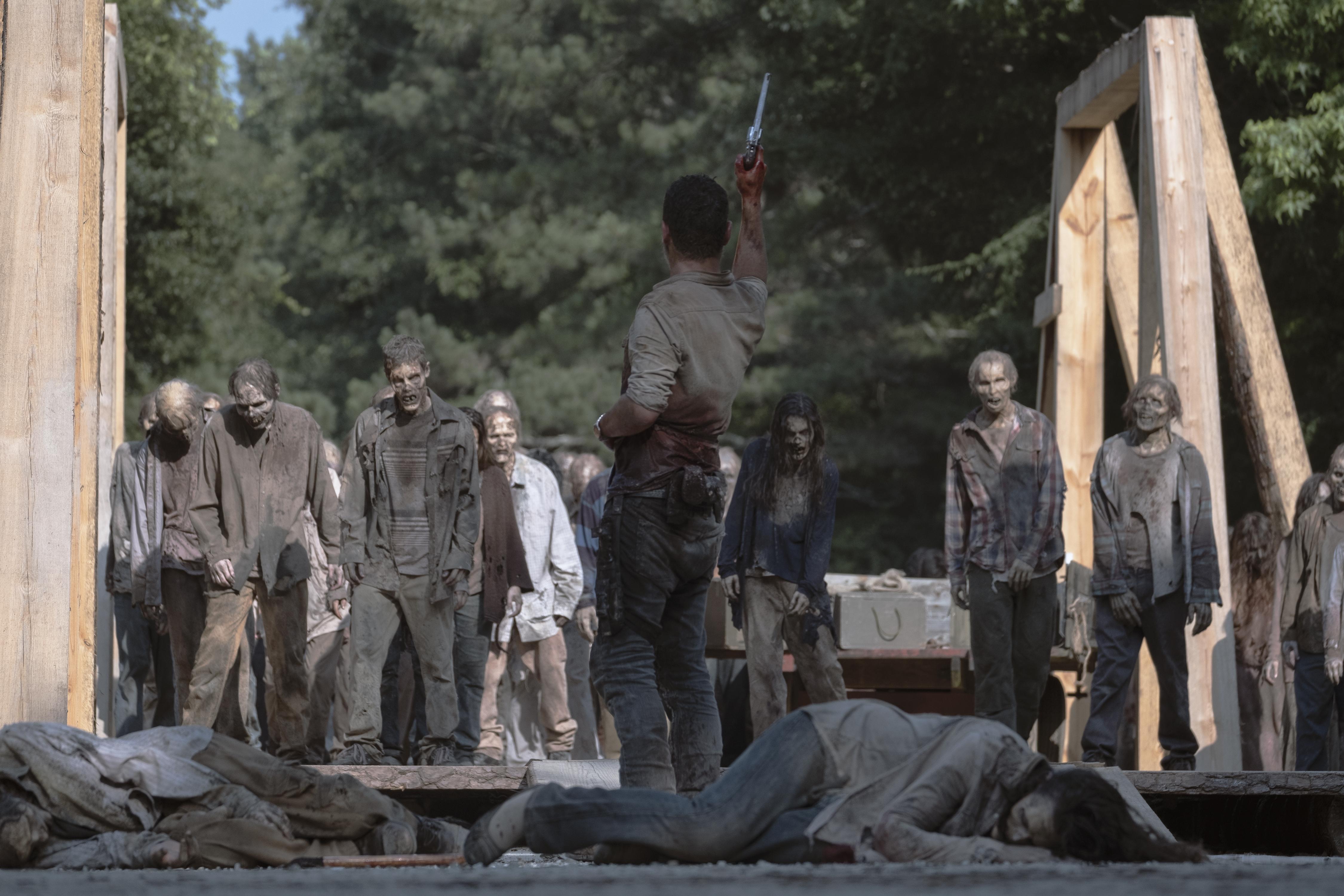 Rick Grimes (Andrew Lincoln) fait le sarifice ultime pour sauver les colonies - The Walking Dead - Saison 9, Épisode 5 - Crédit photo : Jackson Lee Davis/AMC