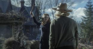 Les aventures effrayantes de Sabrina - Saison 1 Épisode 2 - Miranda Otto et Lucy Davis. Photo : Diyah Pera/Netflix