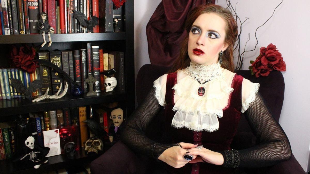 L'auteure a une chaîne YouTube où elle couvre les oeuvres touchant au domaine du vampirisme