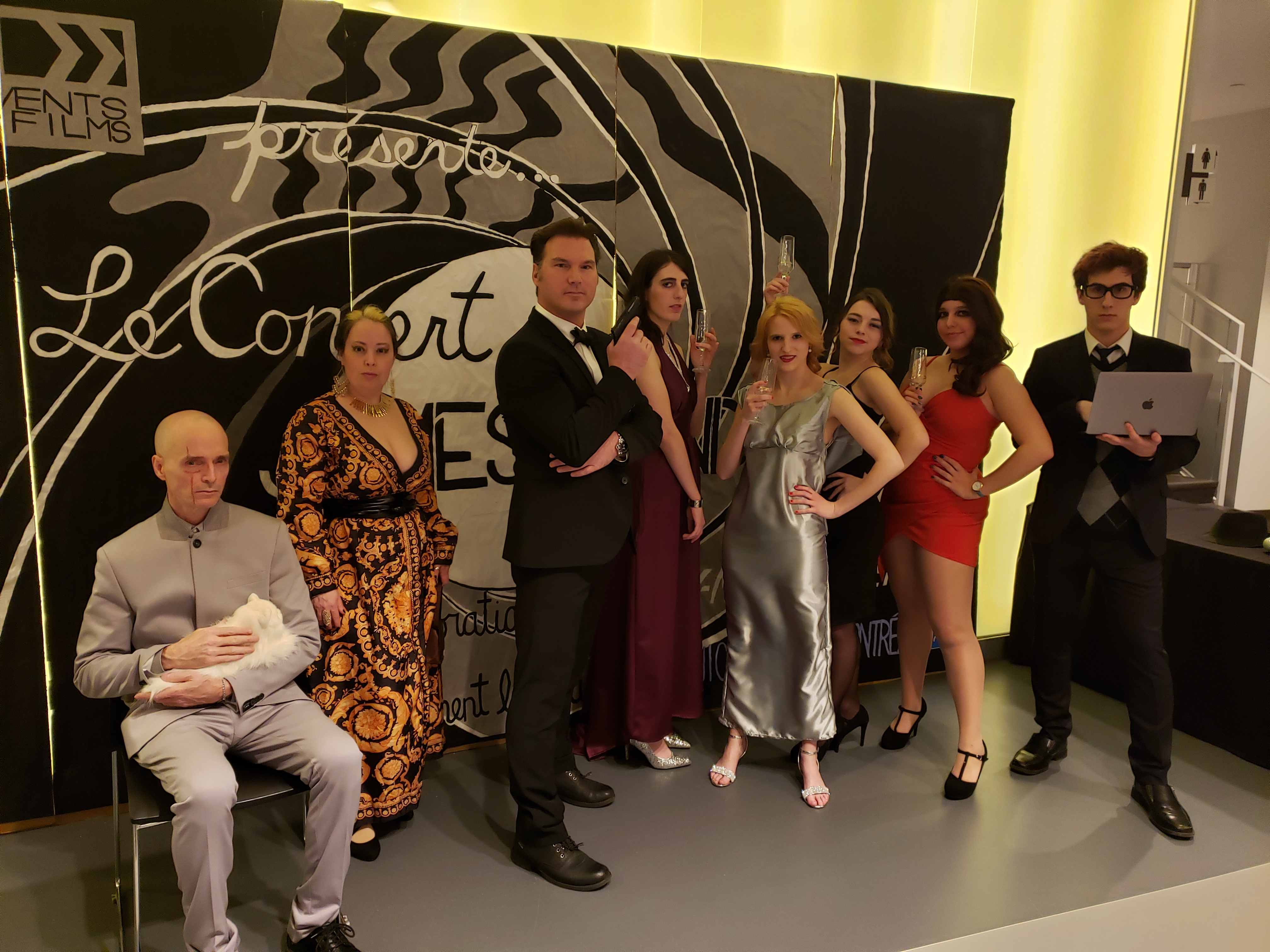 Les spectateurs avaient l'occasion de se faire prendre en photo avec des cosplayers professionnels avant et après le concert.