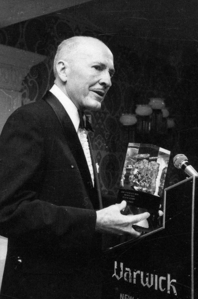 Heinlein recevant le prix Nebula