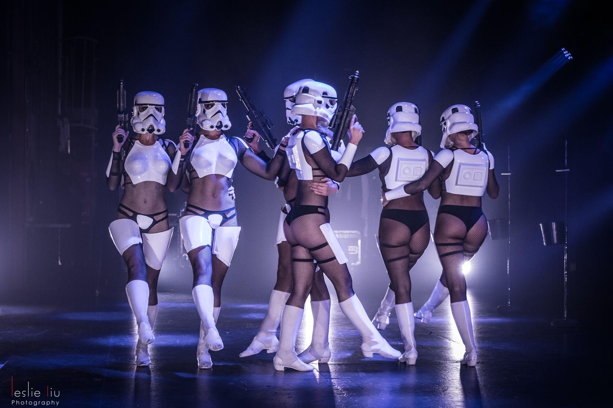 Qui a dit que les soldats de l'Empire ne pouvait pas être sexy?