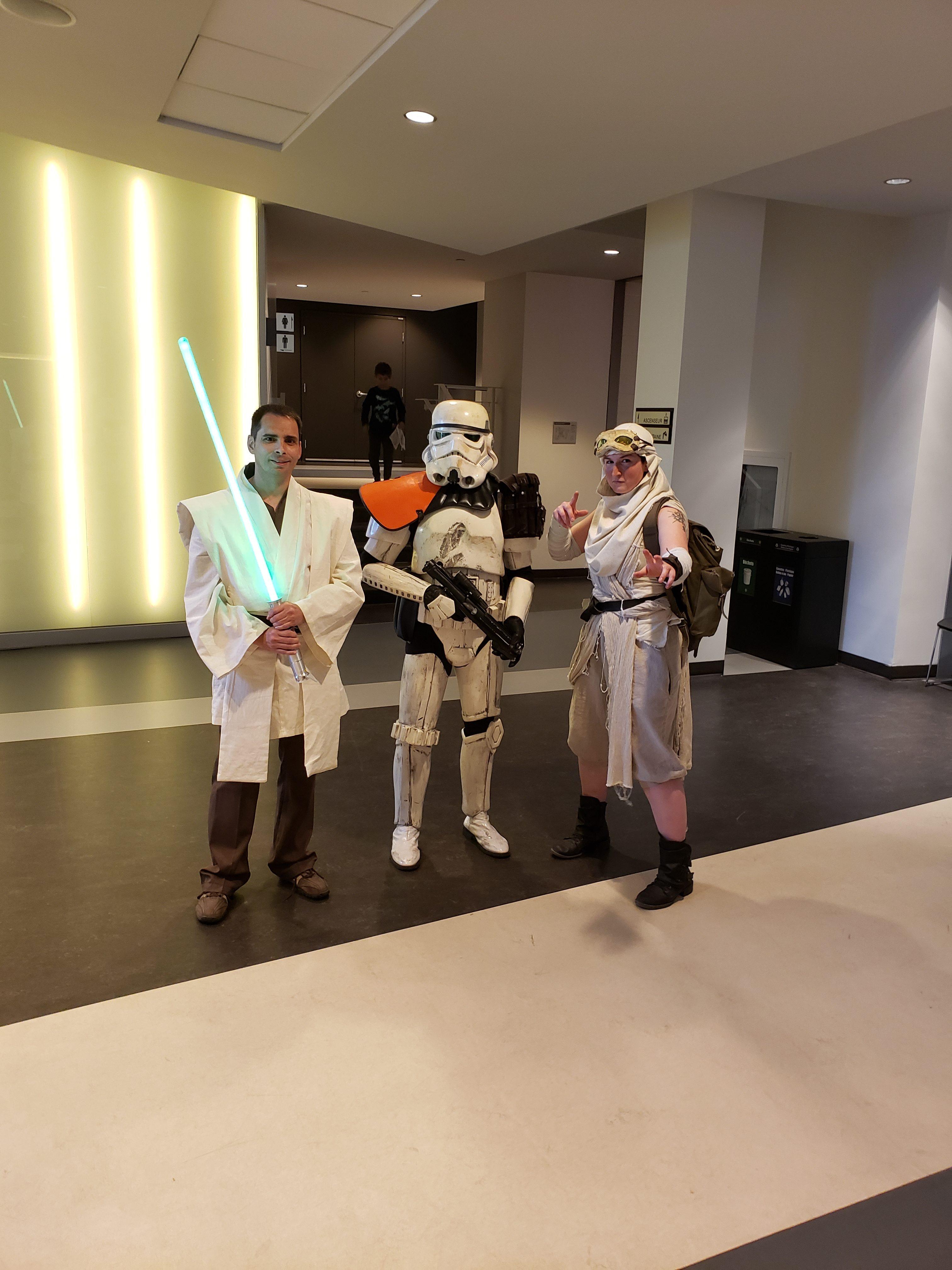 Les habituels cosplayers étaient présents pour accueillir les spectateurs.