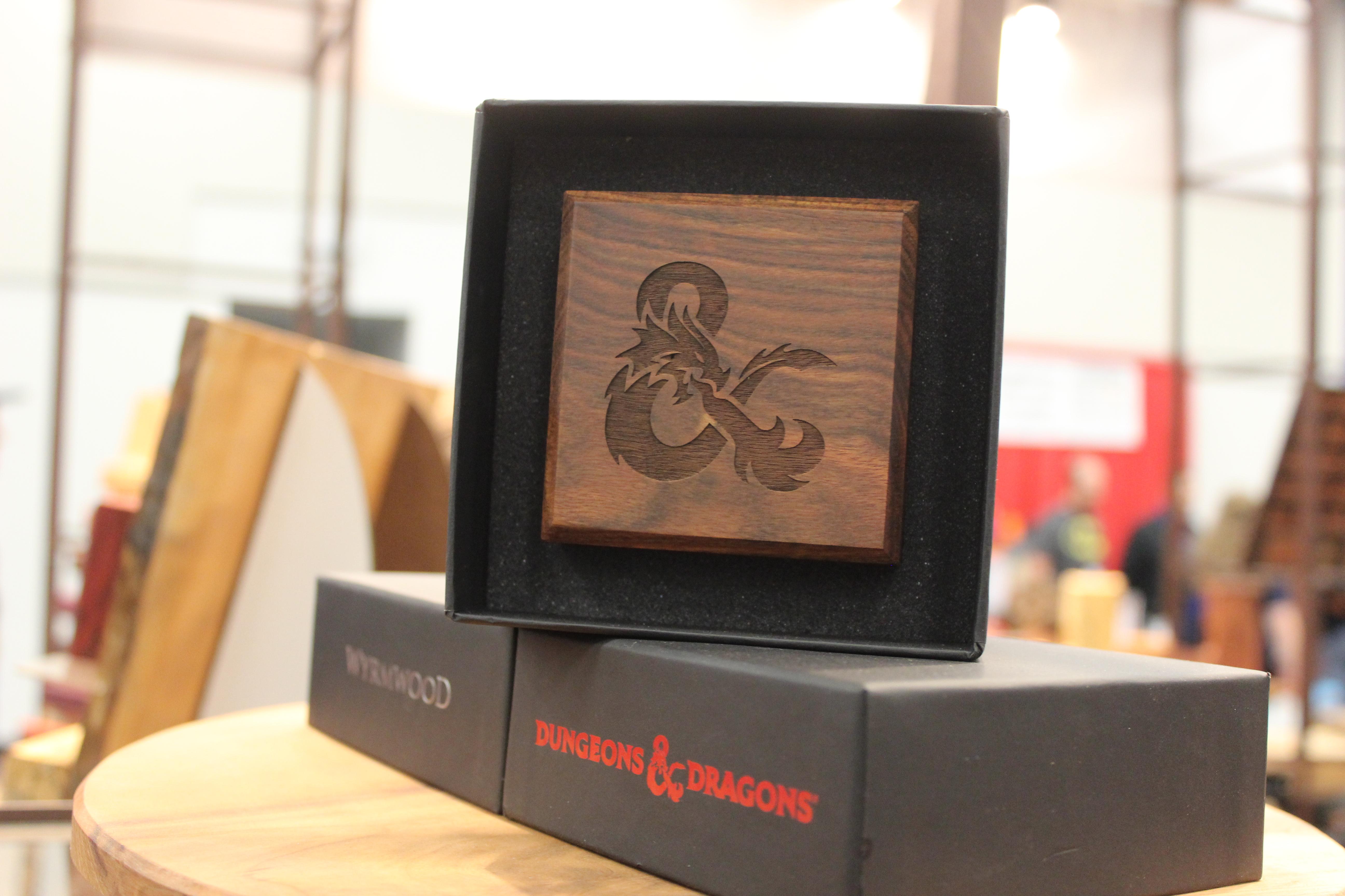 Les amateurs de Donjons et Dragons peuvent avoir des produits avec le logo officiel.