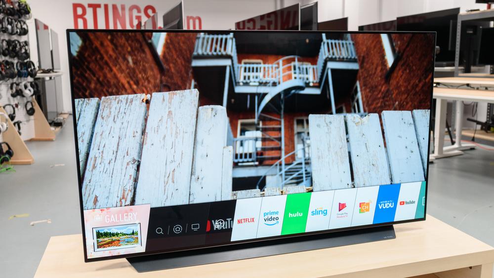 webOS, le système d'exploitation du téléviseur, donne un accès à différents services, comme Netflix et YouTube