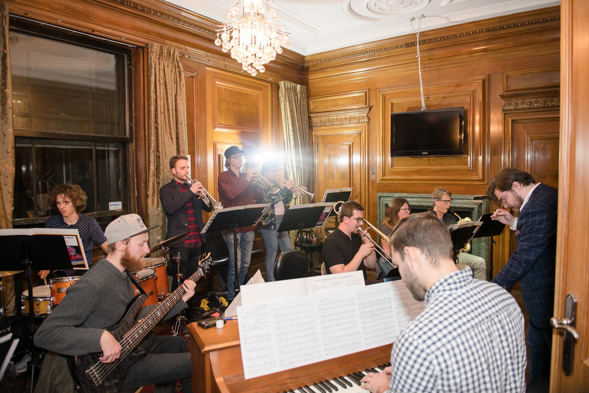 Une partie de Jazz'n Geek Montréal lors d'une répétition.