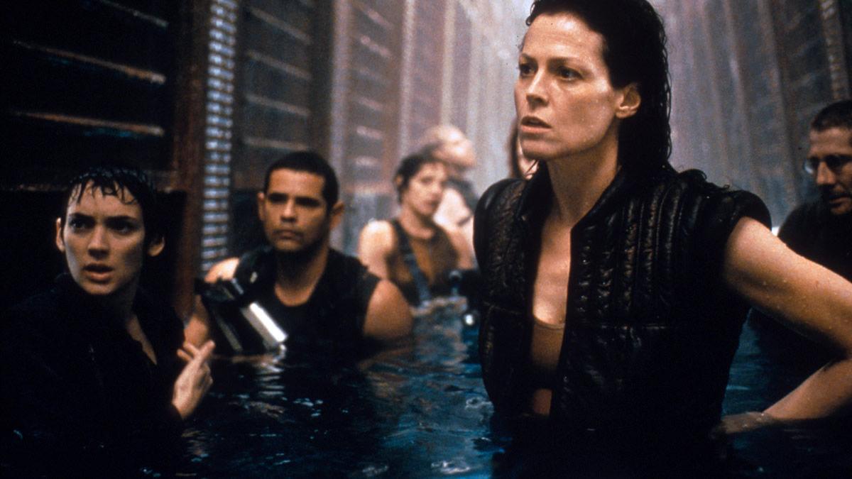 Alien Resurrection se déroule plus de 200 ans après Alien 3. Ripley reprend vie dans la peau d'un clone