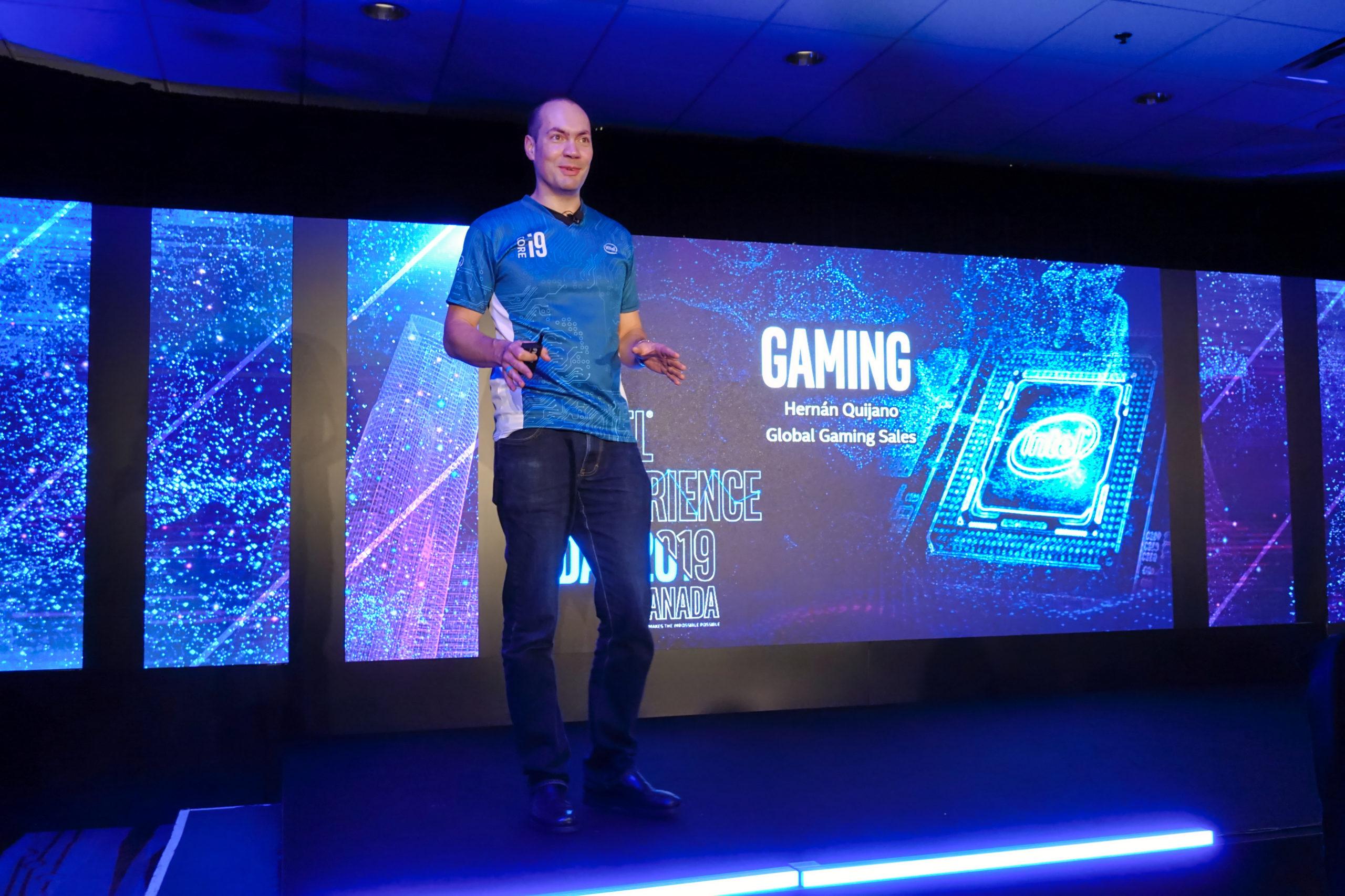 Hernan Quijano, l'expert en jeux, réalité virtuelle et création aux ventes d'Intel au Intel Experience Day 2019 pour Gamer's Night. Photo Eric Martel | Sony RX100M5