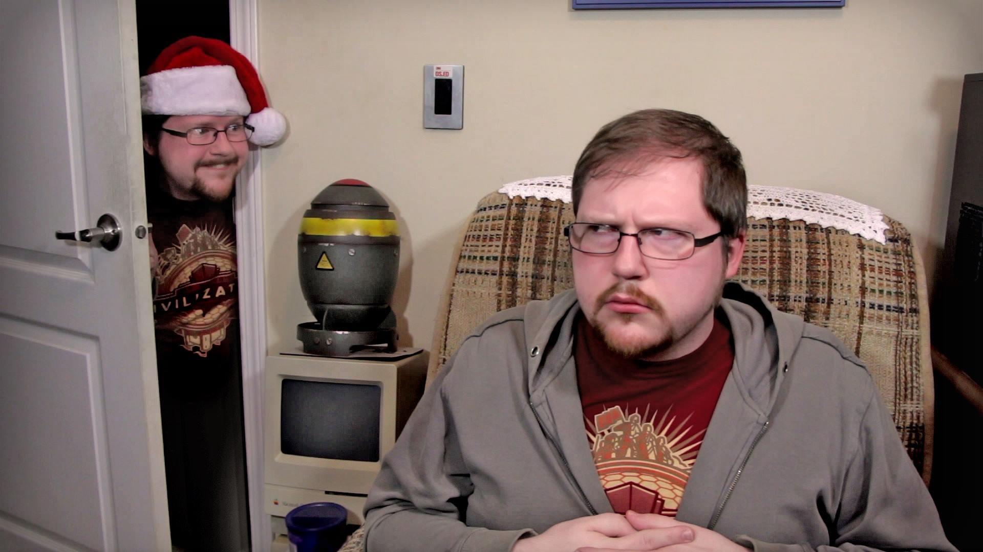 Un gag récurrent sur la chaîne YouTube LGR est l'arrivée du Christmas Clone peu avant Noël