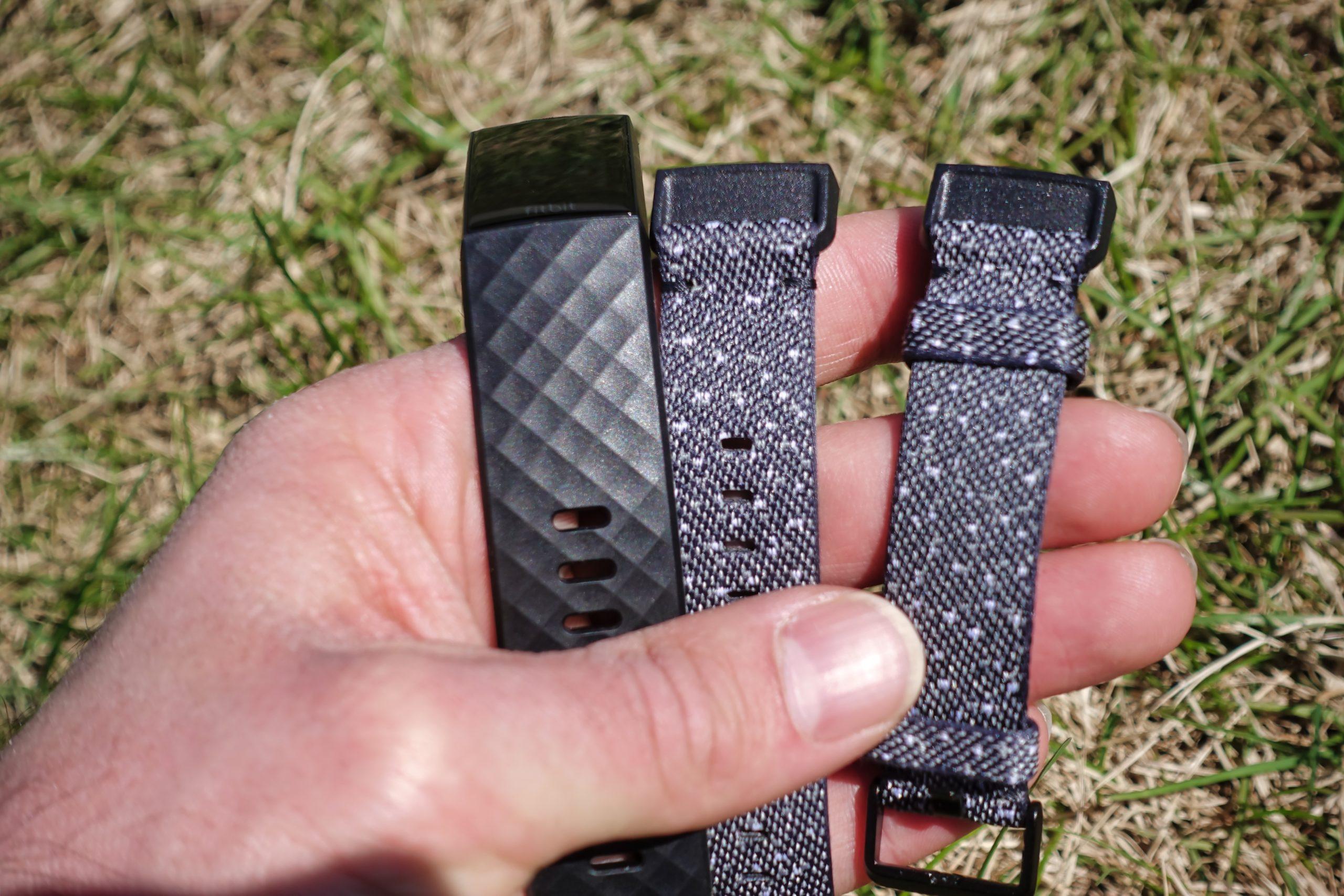 Les deux bracelets offerts avec l'édition spéciale du Fitbit Charge 4.